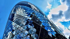 30 St Mary Axe (Miradortigre) Tags: london tower glass architecture skyscraper torre normanfoster londres rascacielos architekture aranhaceu