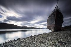 (Ollie Morris) Tags: olliemorris leadbetter74 abandoned boat scotland lochlinnhe fortwilliam longexposure water sky bigstopper leefilter pebbles beach seaweed mountain mountainrange