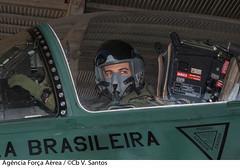 Aviador (Força Aérea Brasileira - Página Oficial) Tags: a1 basm equipagem fotoviniciussantos operacoesconjuntas operacao operacaolacador piloto brasãlia df brazil bra aviador forcaaereabrasileira brazilianairforce fab