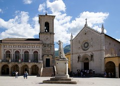Norcia, wie es einmal war - Norcia com'era - Norcia as it had been (HEN-Magonza) Tags: norcia umbrien umbria italien italy italia piazzasanbenedetto basilicadisanbenedetto basilicaofstbenedict palazzocomunale townhall nursia