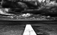 Isla del Encanto - Colombia (Andr Schnherr) Tags: 40d visionhunter colombia isladelencanto bw caribbean sea clouds wolken kolumbien karibik monochrome seaview