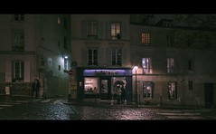 Paris n°94 - Montmartre (Nico Geerlings) Tags: montmartre paris parijs france ngimages nicogeerlings nicogeerlingsphotography fujifilmxt2 fujinon cinematic cinema cinematography ruelepic bistrot night streetphotography