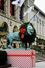 All Dressed Up! Chicago Art Institute - Chicago IL (Meridith112) Tags: lion bronze wreath christmas december 2016 winter artinstitute chicagoartinstitute museum flag bow red green nikon nikon2485 nikond610 wscf flickrgroupmeetup flickrmeetup westsuburbanchicagoflickrers westernsuburbanchicagoflickr michiganavenue edwardkemeys sculpture evergreen photowalk1252016