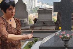 Sur la tombe d'Antonin Artaud, Marseille, Cimetière Siant-Pierre, 13 novembre 2016, Gigacircus (Bagolina) Tags: antoninartaud cimetière tombe marseille poète raramuri rituel mexique