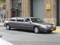 Lincoln Town Car (JLaw45) Tags: lincoln lincolntowncar towncar tc pantherplatform ford crownvic crownvictoria rebadge fordmotorcompany limo limousine luxury livery fleet american americancar americanlimo newyork newyorkcity nyc bigapple newyorkmetroarea manhattanisland unitedstates unitedstatesofamerica new york united states city urban metro road street northeast america state north metropolis vehicle midtown mid town manhattan island avenue big apple metropolitan area usa worldcars