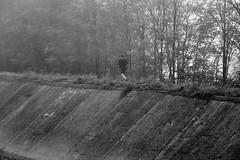 al cura c'al penda (pianlux) Tags: corsa canale argine pende pendente runner run veloce scosceso corridore fondo natura va