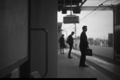 3 persons. (Assy2015) Tags: street leica city station japan tokyo blackwhite summar50mm leicammonochrome