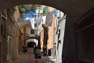 DSC_2016_2206. Characteristic alley of the old city -  Tipico caruggio ligure.
