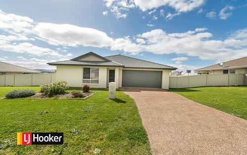13 Drakeford Street, Tamworth NSW 2340