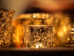 52-Wochen-Foto-Challenge: Glittering Prize (Vintage lens lover - busy, busy) Tags: 52wochenfotochallenge minolta rokkor m43 em1 gold licht bokeh glittering glitzer advent indoor
