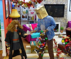 The Hogwarts Xmas Decorating Services (MiskatonicNick) Tags: toyville christmas 2016 harrypotter starace baghead diorama hermione granger 16 sixthscale playscale