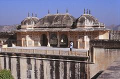 7748 Jaipur 7 december 1990 (peter_schoeber) Tags: india jaipur jaipur7december1990 7december1990