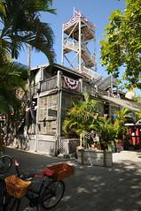 USA 2015 - Key West, Florida 217 (Tsinoul) Tags: tower bicycle museum keys nikon key tour florida shipwreck keywest bicyclette planks mirador vlo floridakeys floride planches shipwreckmuseum d300s nikond300s keywestshipwreckmuseum
