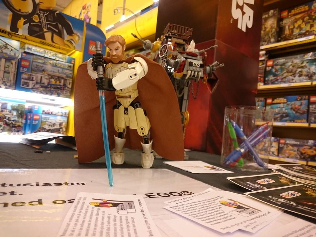 Exhibit Toys R Us Lagunen   November 14th 2015. Exhibit at Toys R Us Lagunen  Nov 14th  15    TheBrickBlog no