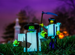 Mennonite of the Living Dead (Baron Julius von Brunk) Tags: newyork graveyard lego amish zombies menonite manhasset magnifigure mennoniteofthelivingdead