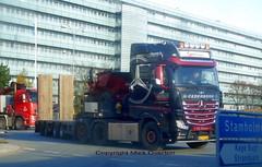 Mercedes Actros AZ97250 low loader delivers dumper (sms88aec) Tags: mercedes actros az97250 low loader