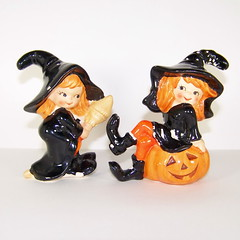 Lefton Halloween Witches Salt and Pepper Shakers (filigreefairy) Tags: lefton halloween witch saltandpeppershakers rare costume ktichendecor october madeinjapan vintage ceramic figurine black