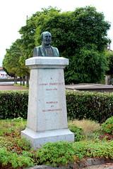 Beaumont-le-Roger - Albert Parissot (Philippe Aubry) Tags: statue normandie eure paysdouche beaumontleroger valledelarisle albertparissot snateur buste conseillergnral