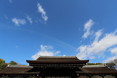 Roof (Teruhide Tomori) Tags: sky blue kyoto japon japan shimogamoshrine architecture construction roof building tradition