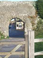 Eastern entrance to Pevensey Castle, Sussex (Tom Burnham) Tags: uk sussex pevensey castle masonry archway roman