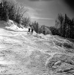 021760 10 (ndpa / s. lundeen, archivist) Tags: dewolf nickdewolf february 1960 winter snow cannonmountain whitemountains mountains skiing photographbynickdewolf franconia franconianotch blackwhite bw nh newhampshire monochrome blackandwhite slopes moguls skier skiers trees snowy people lift