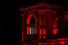 ... Rojo y Negro  ... (Lanpernas 4.0) Tags: red rojo ventana balcón balcony ayuntamiento donostia eclecticismo arquitectura architecture iluminación turismo 2016 sansebastián