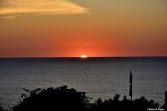 Media Naranja. (Howard P. Kepa) Tags: mar costa puestadesol cielo sol atardecer paisvasco euskadi barrika golfonorte marcantabrico