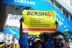 Bersih 4.0 (Khairul Effendi Production) Tags: street portrait people news color yellow demo photography banner streetphotography photojournalism demonstration event human portraiture malaysia 40 kuala kualalumpur update malaysian journalism journalist lumpur photojournalist bersih bersih40 bersih4