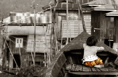 The little sailor (Saint-Exupery) Tags: leica candid burma myanmar inlelake robado birmania lagoinle