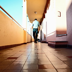 On the corridor. (Chris, photographe de Nice (French Riviera)) Tags: square streetphotography gimp ricohgr carr squarephotography