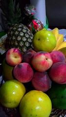 Frutas para a passagem de ano (Jos Argemiro) Tags: orange frutas avocado lima laranja peach newyear banana pineapple lime anonovo abacaxi pssego abacate arranjodefrutas