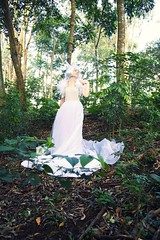 (aVARGASr) Tags: woman verde folhas branco natureza mulher arvores viking histrias cabelo vestido histria tecido mitologia penas valquiria temtica nordica temtico nordico