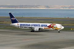 JA8357 Haneda 14/11/08 (Andy Vass Aviation) Tags: ana haneda woodywoodpecker b767 ja8357