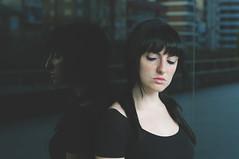 Viajando entre recuerdos (Mishifuelgato) Tags: viajando entre recuerdos nikon d90 alicante 50mm 18 portrait photography black hair piel blanca espejo reflejo simetria