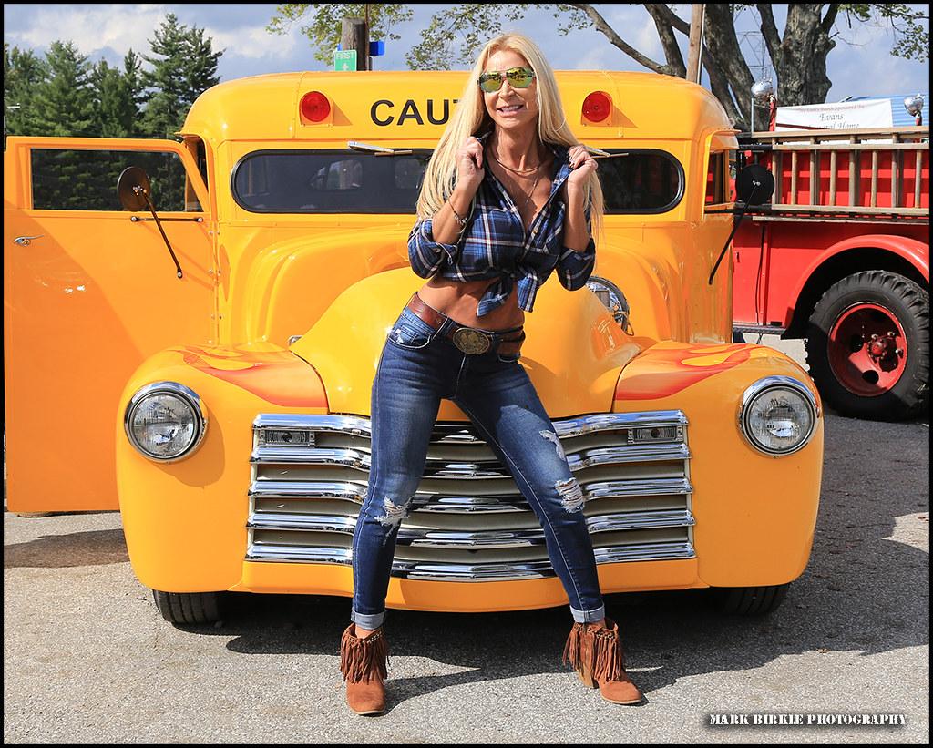school buz model sexy