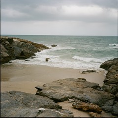 Grey sea (davidgarciadorado) Tags: 120 film ektar kodak negative 6x6 mediumformat rolleiflex planar cantabric sea beach clouds waves ngc