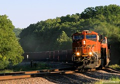 Last Light at Zarah (Jeff Carlson_82) Tags: railroad mill creek train ks railway kansascity mow kansas bluffs shawnee railfan bnsf goldenhour lastlight ballast zarah es44dc 7907 maintenanceofway transcon