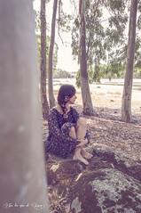 Todo lo que necesito (En los ojos de Luna) Tags: naturaleza flores flower nature girl forest tristeza loneliness chica bosque soledad sadnees