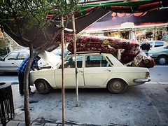 The delivery will be late. Sry! (lukasch) Tags: auto roof car carpet iran delivery trade dach teppich lieferung tabriz tabris versand händler fliegenderteppich