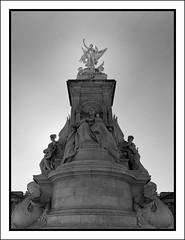 Victoria Memorial #1 (Eirik0304) Tags: uk autumn england urban blackandwhite bw sun london film monument statue mediumformat fuji kodak fujinon contrejour ga645wi portrabw400 bwfp edrussellroberts
