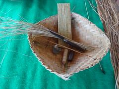 Atelier tissage à la sortie de Pura Lempuyang