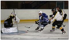 Hockey Hielo - 55 (Jose Juan Gurrutxaga) Tags: file:md5sum=ad946a872f158c85ae95f20354e076a2 file:sha1sig=046d4482bcbf46d7e25720bdf53dc4976ae15c5b hockey hielo izotz ice txuri txuriurdin puigcerda