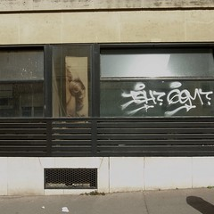 slope3 (lux fecit) Tags: paris slope square sun wall odd hair photo tag
