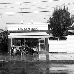until it stops #raining. #market #coffee #jeantalonmarket #blackandwhite (i Catch) Tags: square squareformat inkwell iphoneography instagramapp uploaded:by=instagram foursquare:venue=4adb6d0ef964a520522721e3