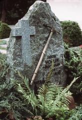 Lauterbrunnen cemetery  1978 (D70) Tags: fern ice cemetery rock switzerland cross headstone 4 olympus granite axe 1977 lauterbrunnen sept jakob zuiko 1930 1911 mohler f35 penf autozoom olympuspenf buhmann 5090mm