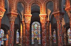 Saint Austremoine (BrigitteChanson) Tags: saint rouge roman couleurs église auvergne puydedôme polychrome abbatiale issoire austremoine