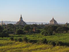 "Bagan: coucher de soleil depuis la pagode Myauk Guni Paya <a style=""margin-left:10px; font-size:0.8em;"" href=""http://www.flickr.com/photos/127723101@N04/23306984821/"" target=""_blank"">@flickr</a>"
