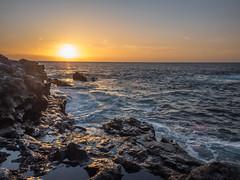 Punta de Teno (Lando85) Tags: costa sol atardecer mar puestadesol ocaso rocas oceano riscos cielonaranja