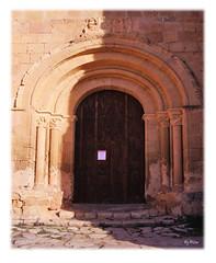 La Puerta Sur (laluzdivinadetusojos) Tags: iglesia knights cruz vera santo templar romanico templarios sepulcro
