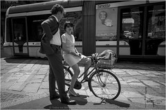 Charla en Milan (Ifastag) Tags: italy italia milano milan it bicicleta bicycle italians